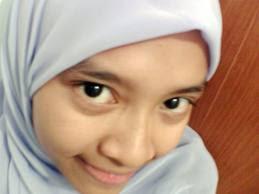 Foto Close-up anak SMP berjilbab