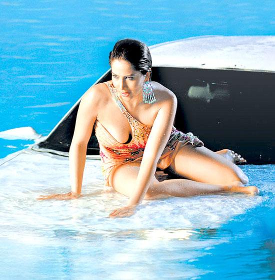 Sexy Kim Bikini Beach