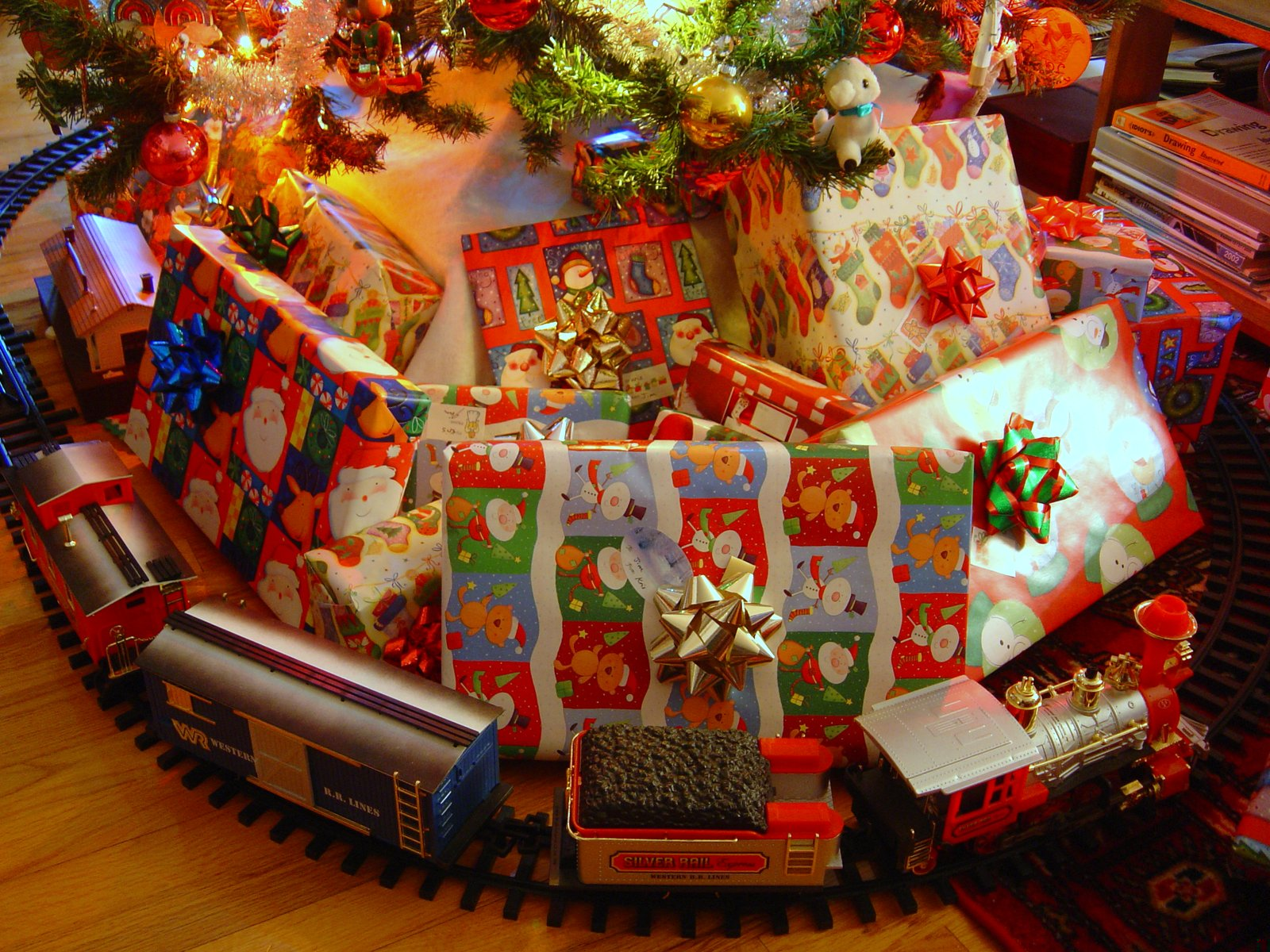 Toy Trains And Christmas : Life in hot flashes under the tree