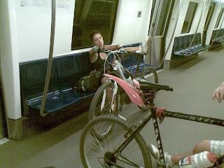 Cu bicicleta la metrou