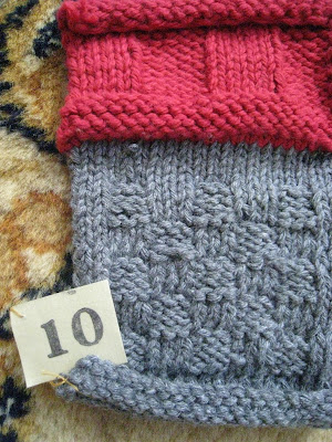 sock prØn.: How to weave in ends while knitting (VERY PIC