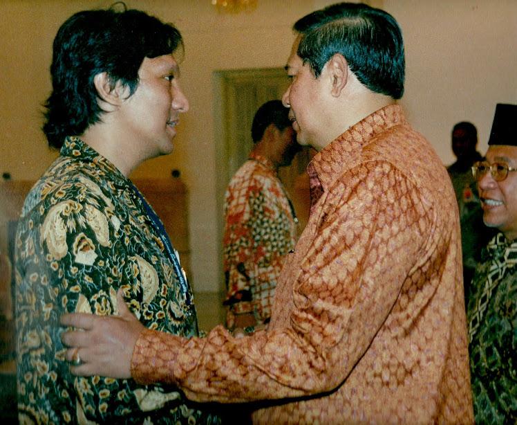 Presiden SBY dan Ikang Fawzi Suami Marissa Haque di Istana Negara