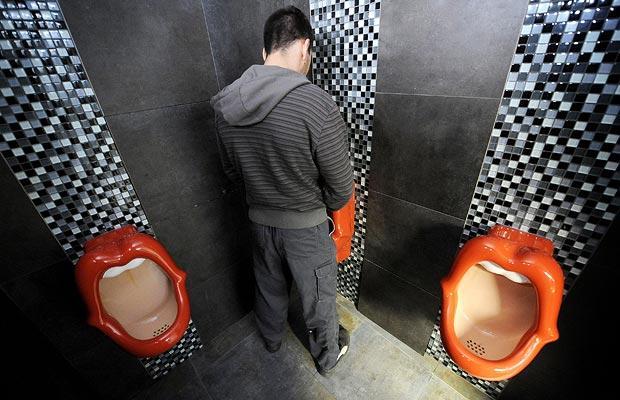 skritaya-kamera-vuzah-tualetah