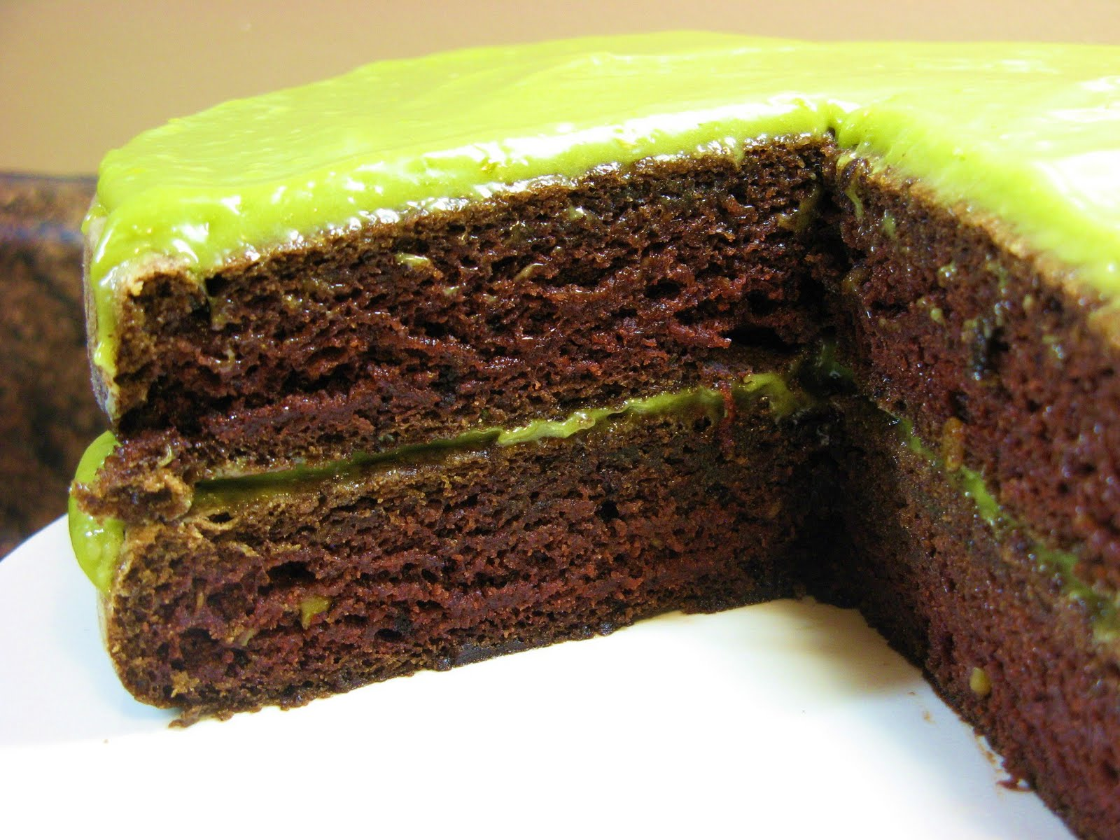 The Well-Fed Newlyweds: Vegan Chocolate Avocado Cake