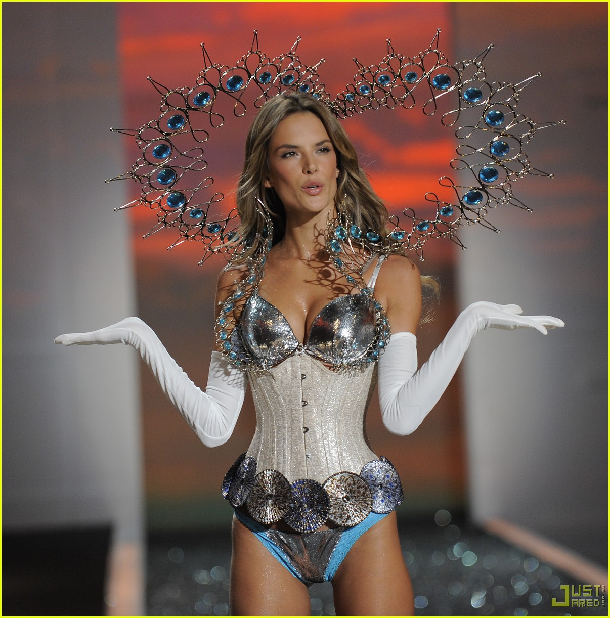 Fashion: Victoria's Secret Fashion Show | GlitterBuzzStyle