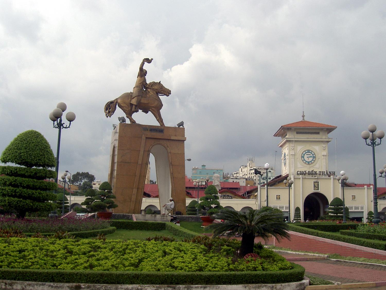 Trần Nguyên Hãn statue oppsite Bến Thành market
