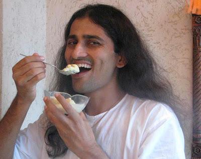 http://3.bp.blogspot.com/_oTwsl61fgcU/SJ_Ac1EqUDI/AAAAAAAAAeM/37QmhQW2VZ0/s400/Dinesh+eating+ice+cream.jpg