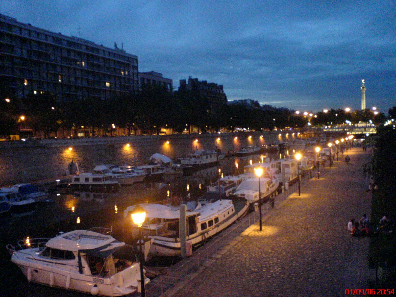 Clectique paris s 39 illumine - Port de l arsenal bastille ...