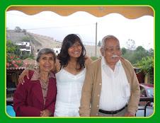 Con nuestra  nieta Melissa