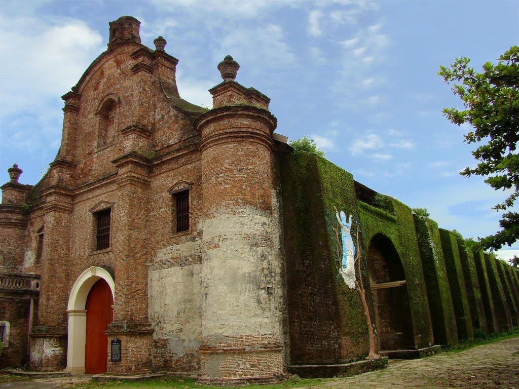落ち着いた佇まいのサンタ・マリアのヌエストラ・セニョーラ・デ・ラ・アスンシオン教会