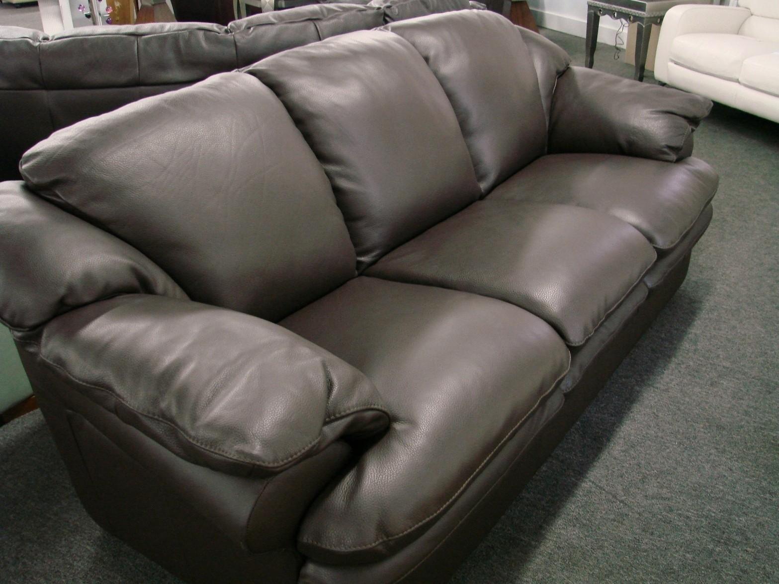 http://3.bp.blogspot.com/_oYyiIpOiaBE/TAKapsn4IzI/AAAAAAAAAUM/t0eOh7k1CmQ/s1600/natuzzi_%20a845%20_leather-Sofa.jpg