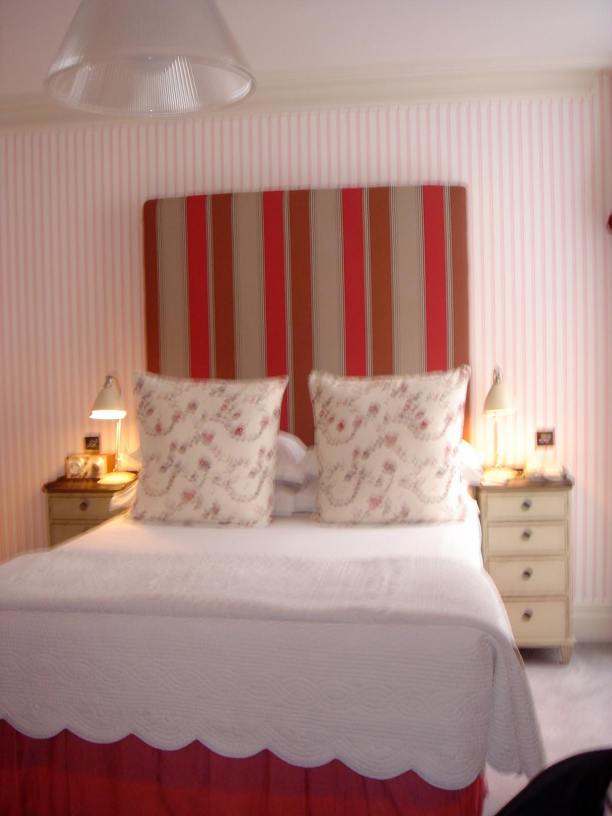 http://3.bp.blogspot.com/_o_2KN-iX0pk/TGvv5qFqVPI/AAAAAAAAAT8/orQcRhPYeYY/s1600/soho+pretty+room.JPG