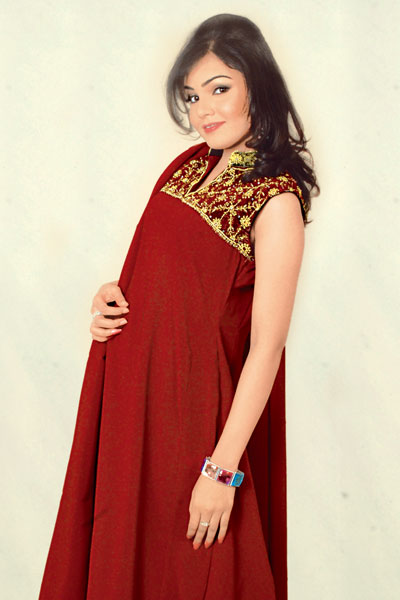 Indian dress with dark make up and heavy jewelry is a perfect dress    Red Indian Bridal Dresses