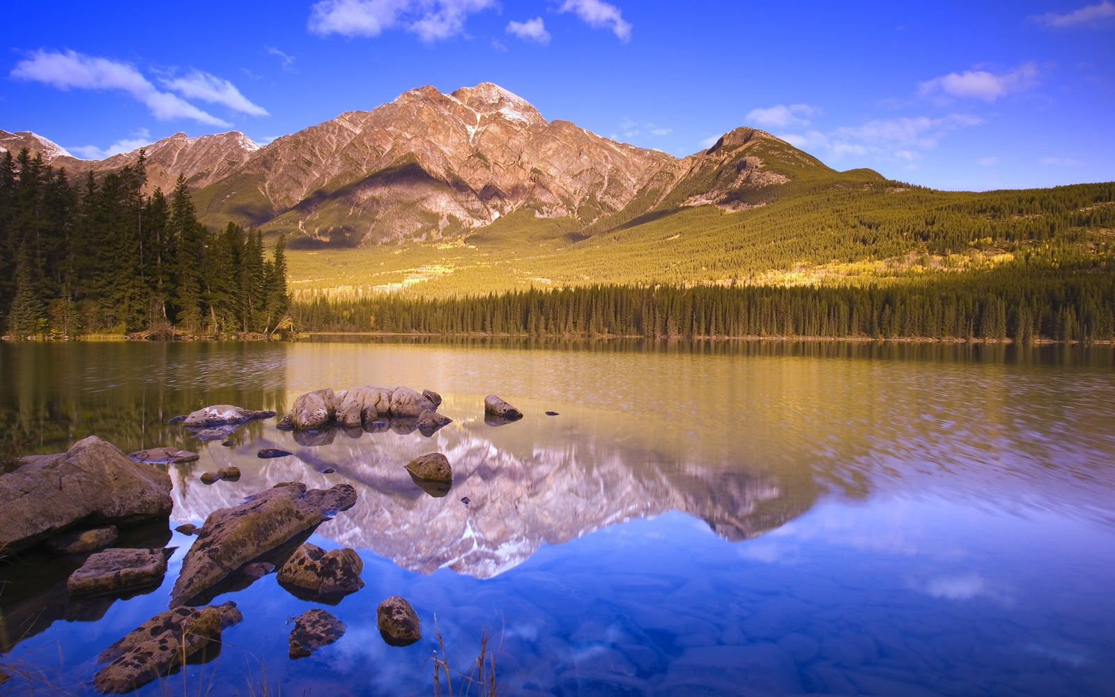 http://3.bp.blogspot.com/_oalwC3a4OAg/TGtSUElvW7I/AAAAAAAABdA/RSDm2L9yVBc/s1600/windows-7-mountains-widescreen-wallpapers.jpg