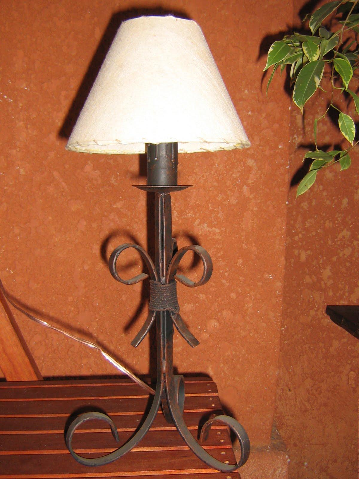 Herreria el vasco lamparas en hierro y madera - Lamparas de hierro ...