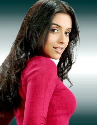 hot-sexy-mallu-hindi-indian-desi-bollywood-actress-asin-aasin-red-boobs-smile