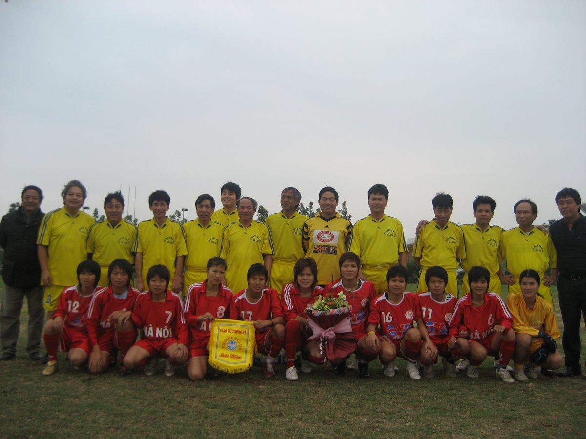 Trận thi đấu với Tuyển nữ Hà Nội, tại Sân vận động quốc gia Mỹ Đình (nhưng ở sân tập!). Đầu năm 2009.