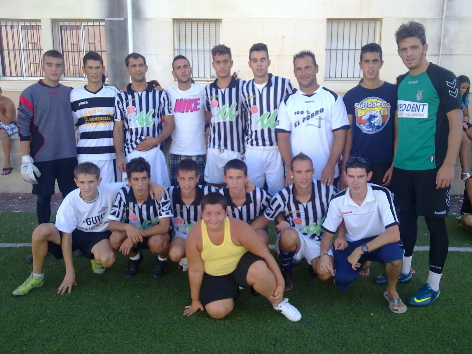 http://3.bp.blogspot.com/_oguGquo2b6c/TI-FQPbtXQI/AAAAAAAAAEQ/2u_DOsxWB7A/s1600/IU+futbol.jpg