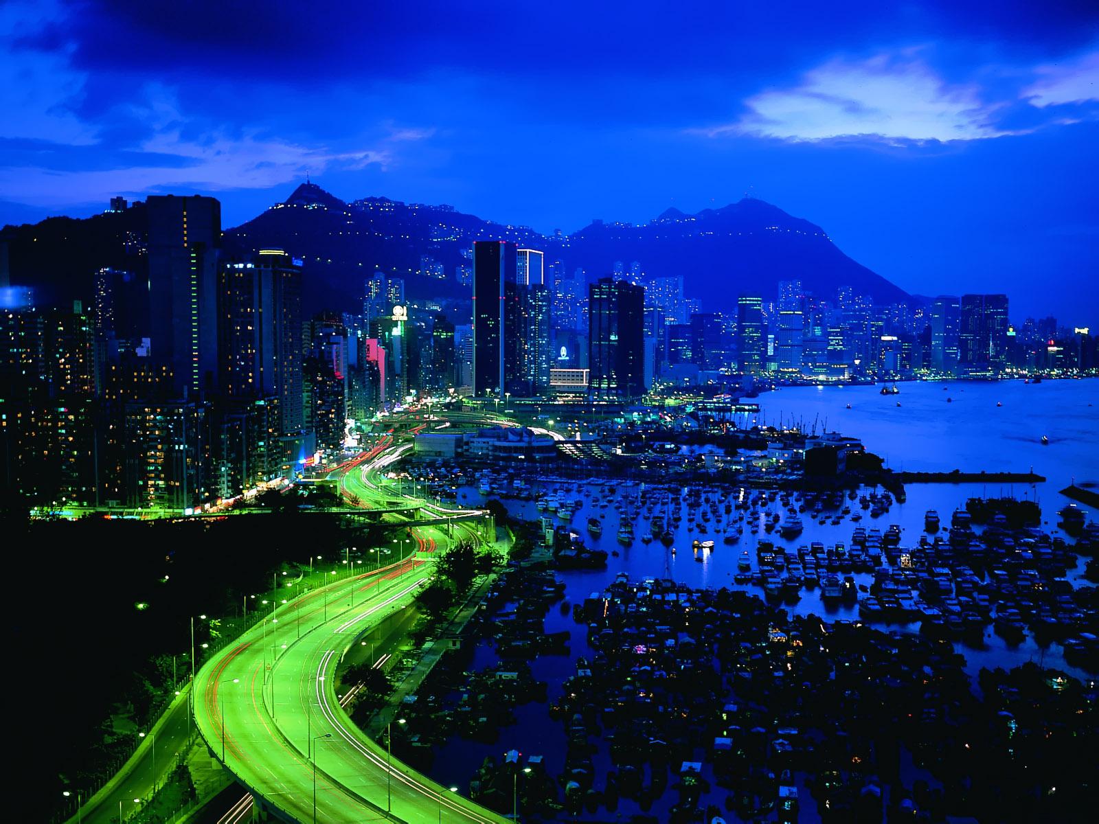 Puerto y ciudad Noche