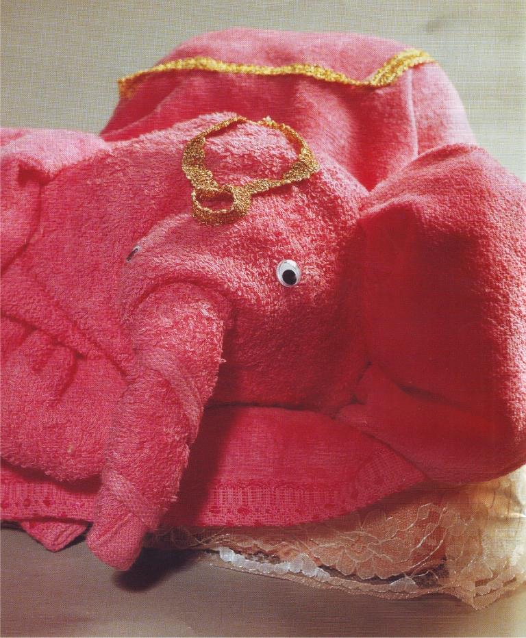 Membuat Antaran Pengantin - Cara Membuat Gajah dari Handuk