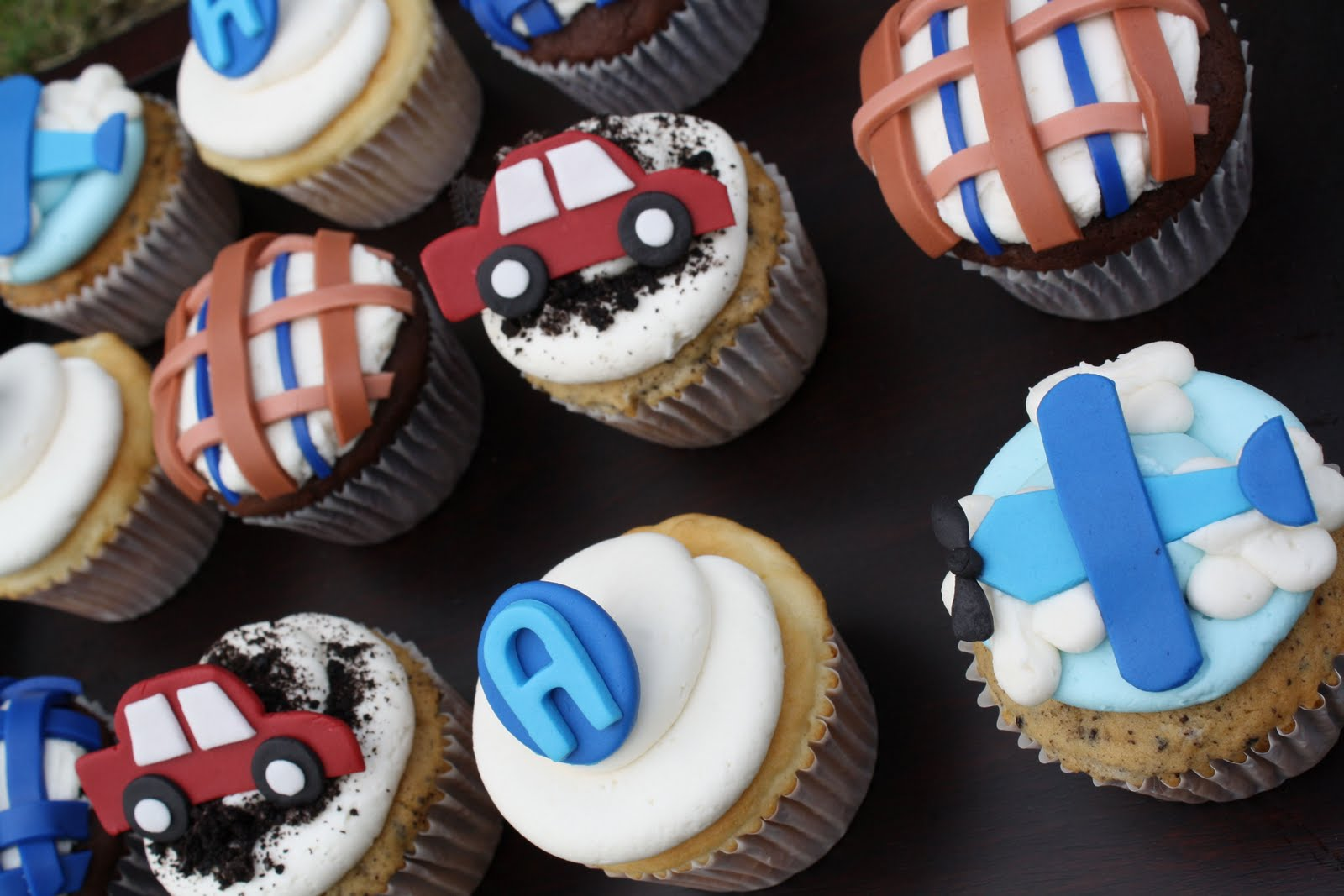 we made these baby shower cupcakes for a little baby boy to be we made