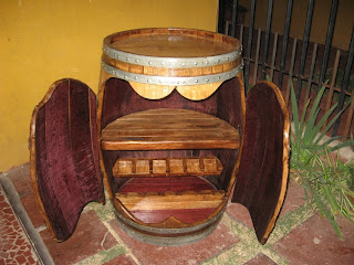 Muebles rusticos buin barril bar for Bar de madera chile