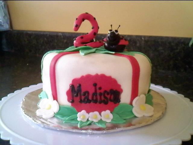 Lick Your Lips Cakes: Ladybug cake