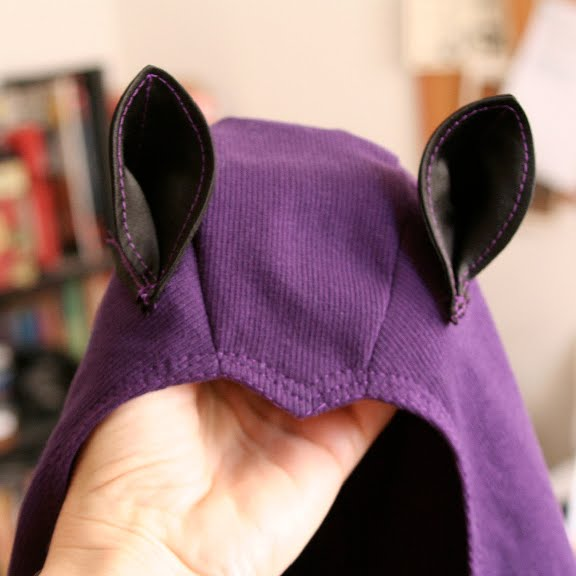 Bat Ears Costume http://larvelamp.blogspot.com/2009/11/bay-bat-costume.html