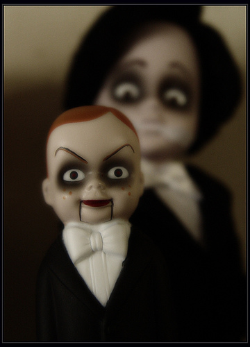[Ventriloquist+and+the+Dummy]