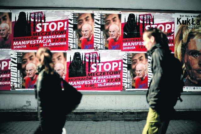 Tolak Salaman Lawan Jenis, Pasangan Muslim Gagal Jadi Warga Swiss
