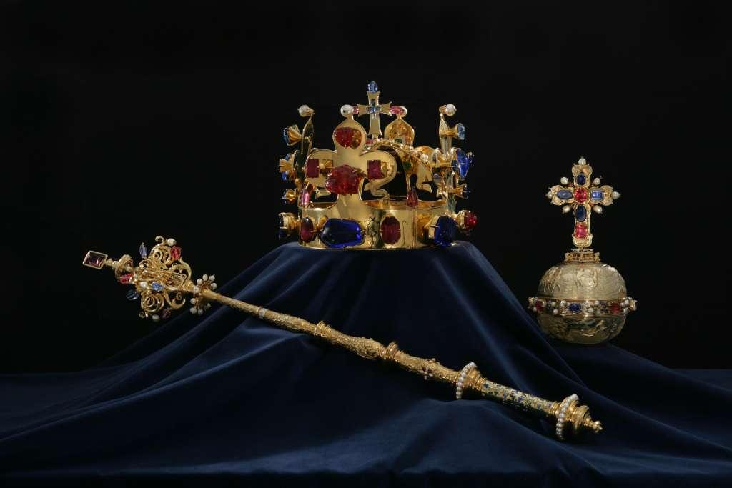 British Royal Symbol The Royal British Crown Jewels Youtube The Royal Crown Jewels The