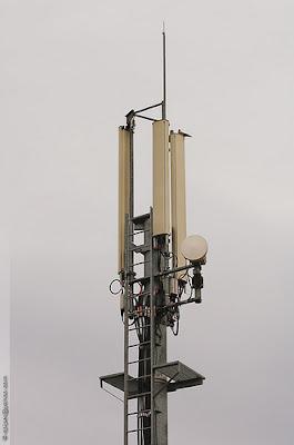 2529696143 f1b8c4bbe8 Les dangers des antennes relais