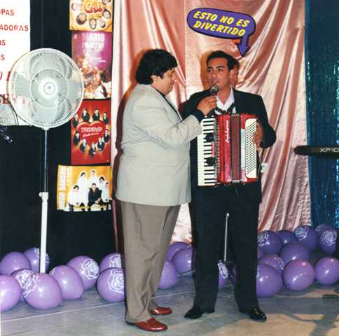 Junto al locutor Hector Ñañez