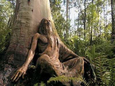 http://3.bp.blogspot.com/_osrVjnPbdEM/TA_-azWChqI/AAAAAAAAdGI/rIQfC19ojyA/s400/Garden_wooden_sculptures_2.jpg