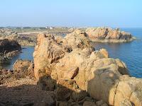 Voici la côte de granit rose, au bout de la Bretagne