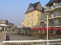 A Trégastel, l'Hôtel de la Mer et de la Plage. L'intérieur est agencé comme un bâteau.