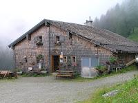Alpage entièrement recouvert (toit et fassade) en bardeaux de mélèze