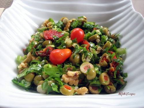 Arnavut Ciğeri: Yeşil Zeytin Salatası
