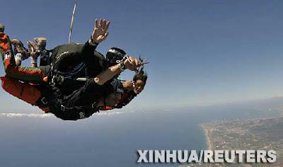 Haircut while skydiving at 14,000 feet