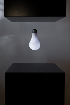 A levitating wirelessly powered lightbulb