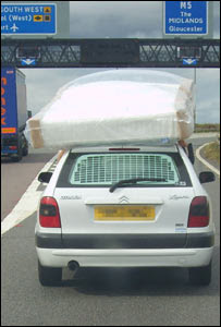 Driver held mattress on car roof
