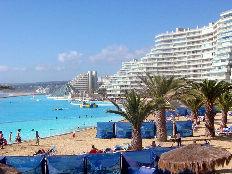 اكبر مسبح مائي العالم أفخم فنادق ومسابح تشيلي swimmingPool3.jpg