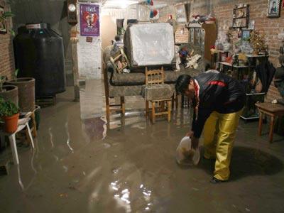 La lluvia continúa asolando a la capital