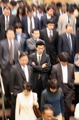 http://3.bp.blogspot.com/_ovggm3Xu9EM/SjKDsVI172I/AAAAAAAAAK4/ww4GpZvoVzM/s400/salarymen.jpg