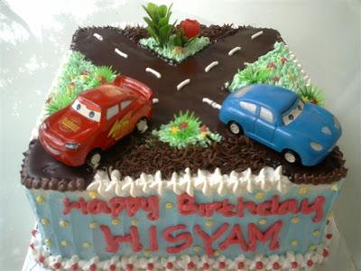 Ini kue ketiga minggu ini yang pakai mobilan... untung mama Hisyam ga ...
