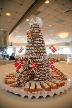 John and Ellie had a traditional Danish cake called a kransekage at their wedding in downtown Milwaukee