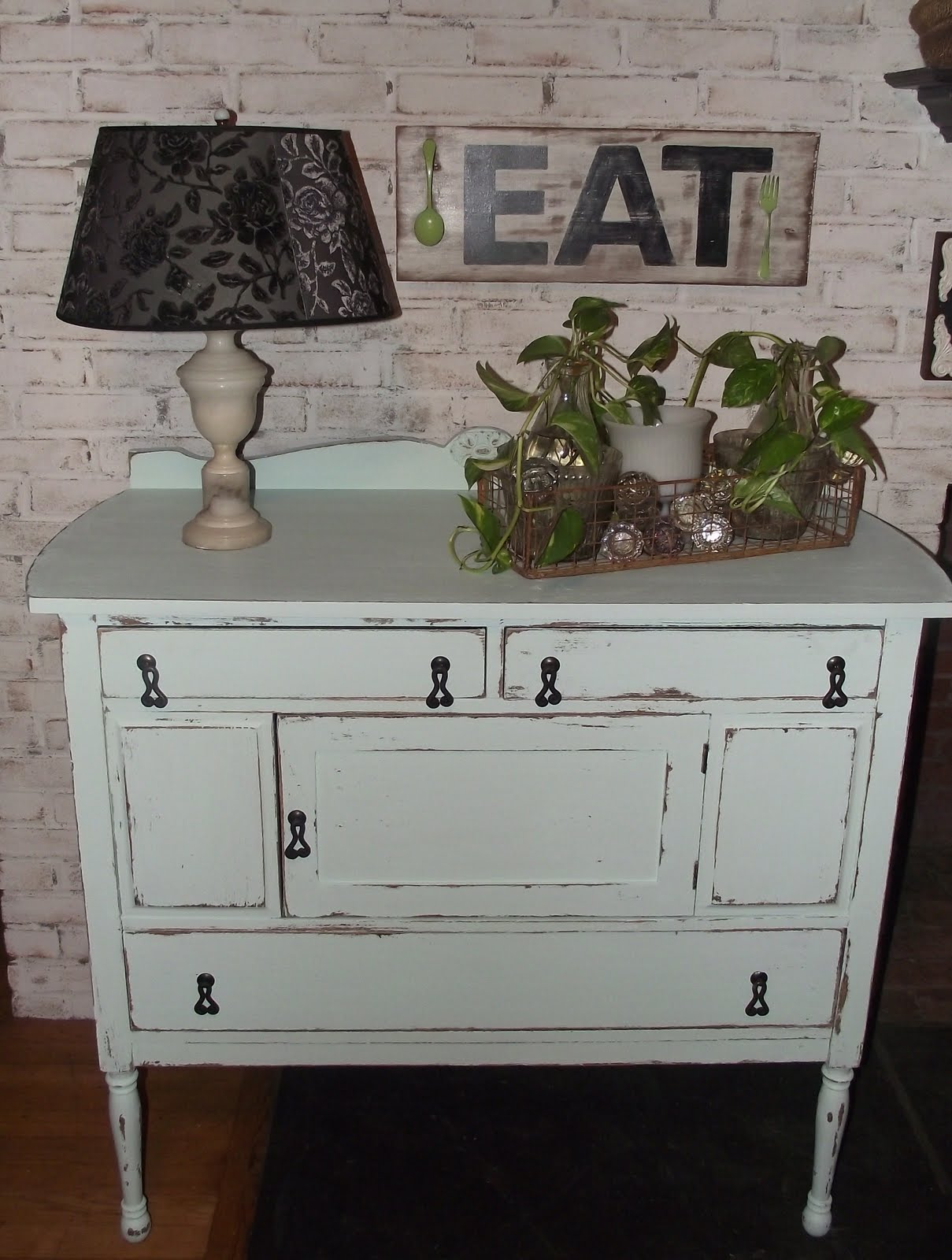 serendipity chic design shabby chic dresser given a facelift. Black Bedroom Furniture Sets. Home Design Ideas