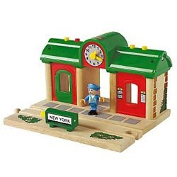 brio Stop & start Electric thomas station in green color pic