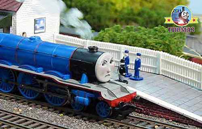 Toy model railway Bachmann Gordon the tank engine the big express train Thomas and friends episodes