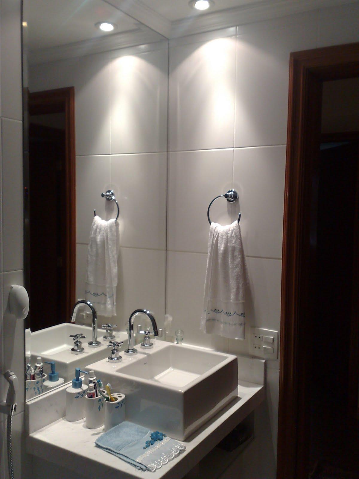 Cubas de apoio dão um toque moderno ao banheiro. #1F1714 1200 1600